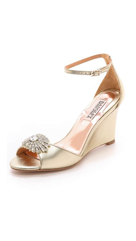 badgley mischka harmony ii wedge sandals platino in gold