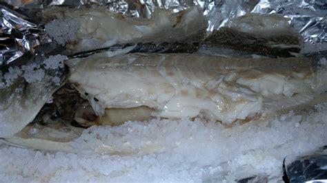 come cucinare la spigola al sale spigola al sale nella cucina