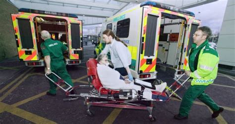 Southwestern Houses new nhs 111 phone line under fire again after paramedics