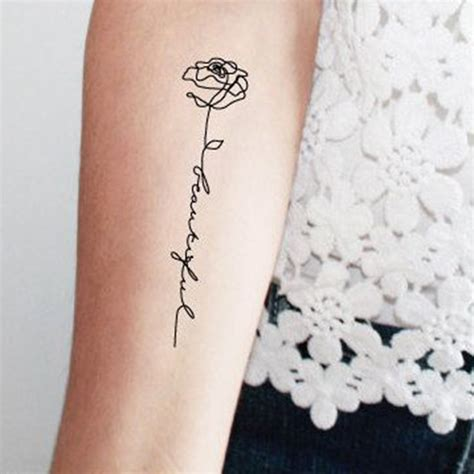 tattoo flower words tatouage rose avec phrase ces tatouages de rose qui ne