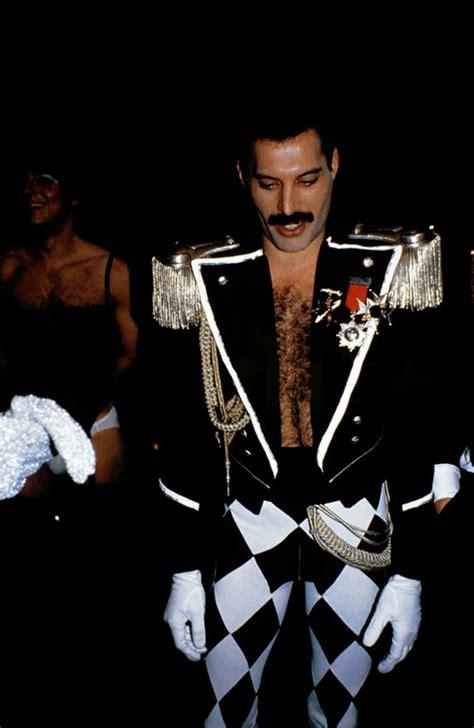 freddie mercury full biography 299 best images about freddie mercury on pinterest ga ga