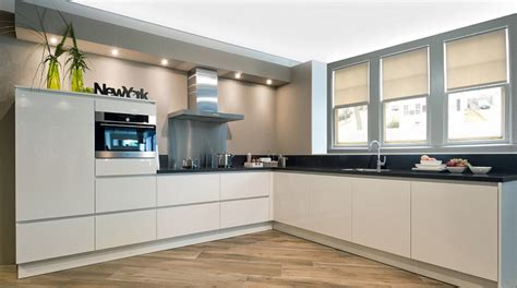 keuken greeploos hoogglans wit keukens badkamers sauna s en sanitair jan van sundert