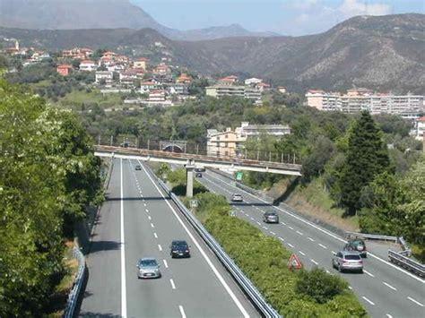 viabilità autostrada dei fiori tonamento tra due auto incidente sulla a10 tra finale