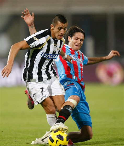 alexis sanchez udinese shirt alexis sanchez photos photos catania calcio v udinese