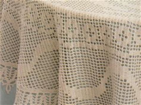nappe ronde au crochet nappe au crochet nappe crochet nappe ronde au crochet oiseaux et fleurs par le blog de