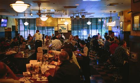 shaw s crab house chicago dining room oyster bar institution inside shaw s crab house open for business