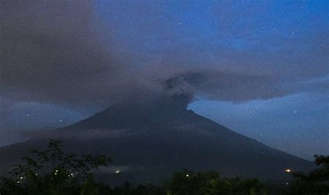 airasia mount agung bali volcano eruption flight chaos as mount agung