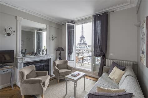 Find 2 Bedroom Accommodation Paris, France, near the Seine