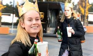 brie larson wears burger king crown   los angeles daily mail