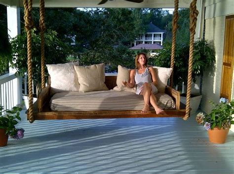 pallet bed swing      outdoor