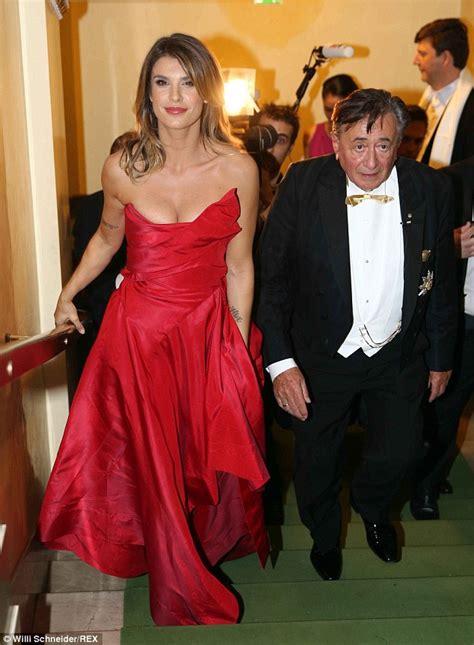 Elisabetta Canalis Wardrobe by George Clooney S Ex Elisabetta Canalis Suffers Slip