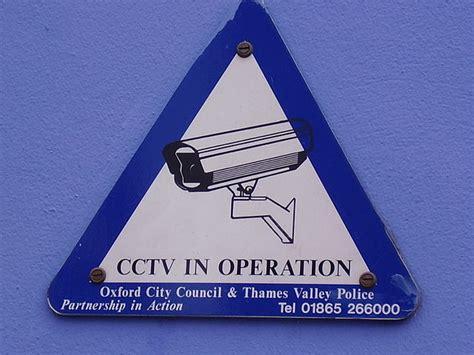 telecamere nascoste in da letto 5 trucchi per capire se ci sono telecamere nascoste in casa