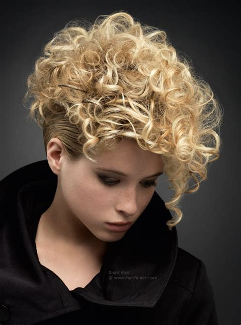 short blonde hairstyles curly short blonde hairstyle with curls that cover the forehead