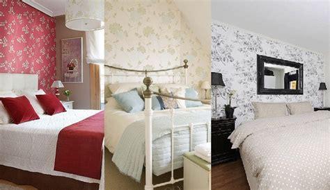 papeles decoracion decorar el dormitorio con papel pintado