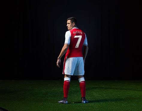 alexis sanchez kit number alexis sanchez arsenal s 2016 17 home kit in pictures