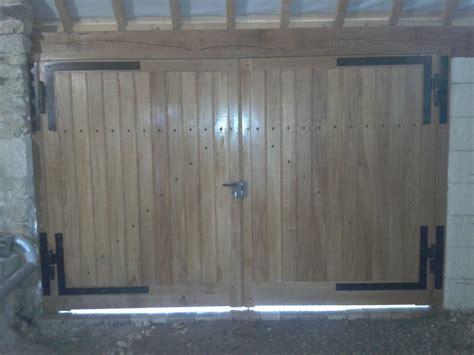 fabriquer sa porte de garage fabriquer une porte en bois porte verre vin en bois