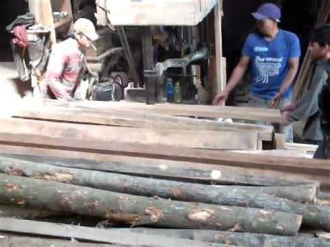 Mesin Gergaji Kayu Gelondongan proses pemotongan kayu