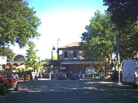 Kew Gardens Station by Kew Gardens Station 169 Noel Foster Cc By Sa 2 0 Geograph