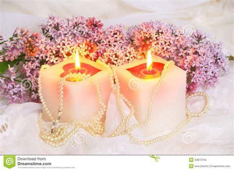 immagini candela fiori e candela lilla fotografia stock immagine di