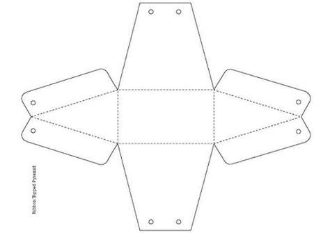 moldes de cajas de regalo triangulares para imprimir plantillas cajas de regalo para imprimir y colorear cajas