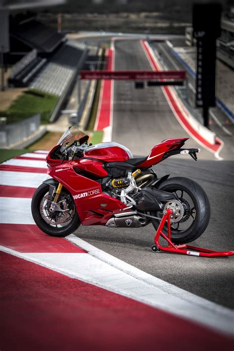 ducati  panigale  official pictures autoevolution