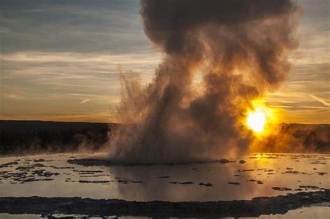 Hoodie Natgeo Brain great geyser sunset yellowstone national park