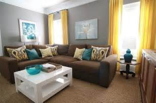 Throw Pillows For Burgundy Sofa 25 Ideias Para Decora 231 227 O Com Sof 225 Marrom Ou Sof 225 Bege