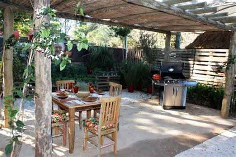 decorar paredes do quintal 4 maneiras de decorar o quintal material reciclado e