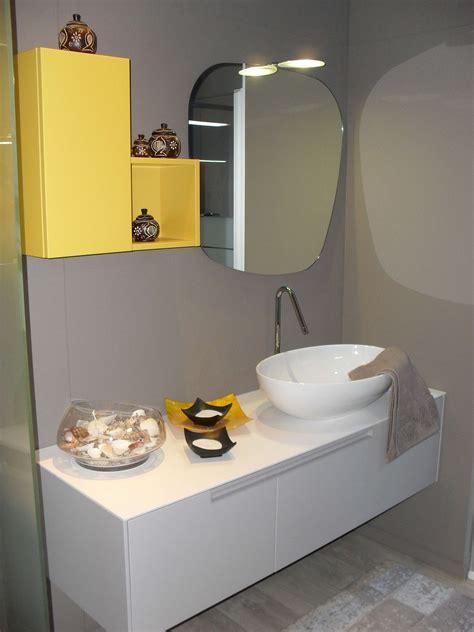 bagno giallo bagno moderno grigio perla e giallo zafferano scontato