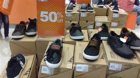 sepatu airwalk diskon 50 persen di sport station hartono mall hanya sai hari ini
