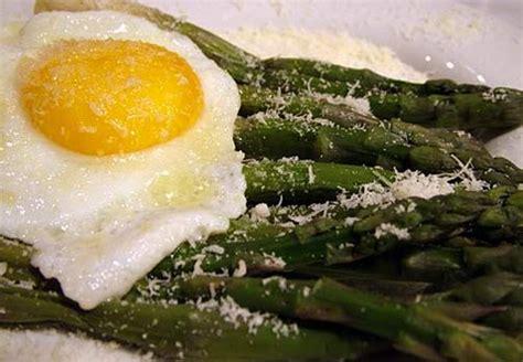come cucinare asparagi con uova ricetta asparagi e uova