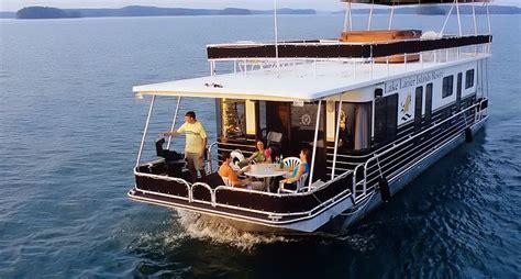 houseboats on lake lanier houseboat vacations on lake lanier things i love