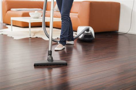 how to choose a vacuum for a wood floor signature