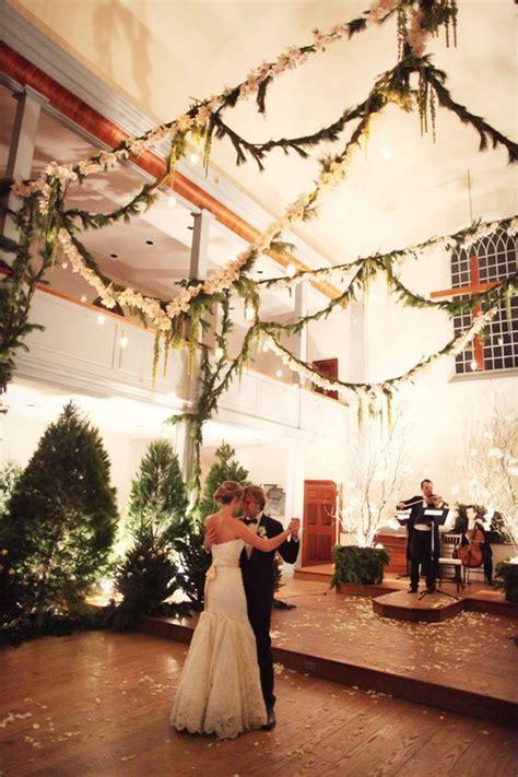 33 Cozy Evergreen Winter Wedding Décor Ideas   Weddingomania