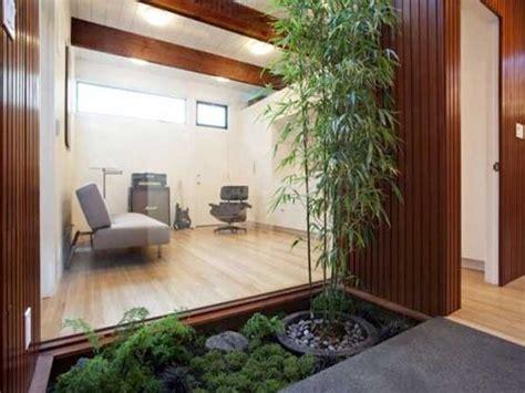 terrasse zen avec bouddha plantes vertes et bambou sur une terrasse jardin zen