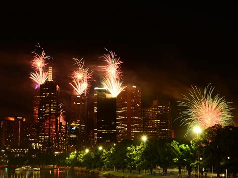 new year countdown melbourne where to in melbourne on new year s qantas
