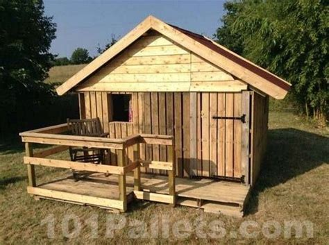 pallet house plans 25 best ideas about pallet house on pinterest pallet house plans pallet and