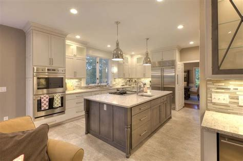 Kitchen Cabinets Traverse City A Kitchen In Traverse City Michigan Has So Much Going On That We Don T Where To Start