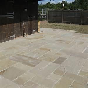 global paving riven sandstone gardenstone raj blend