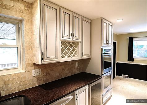 kitchen backsplash ideas with cream cabinets cream cabinets with back splashes cream cabinet