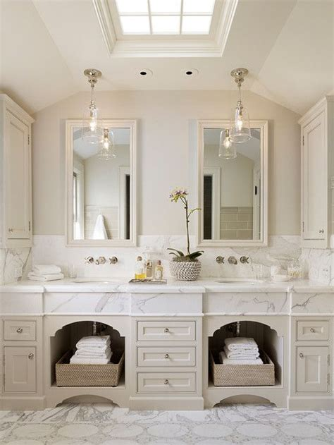 Colonial Bathroom Lighting 25 Best Ideas About Colonial Homes On Pinterest Colonial Exterior Cottage Home
