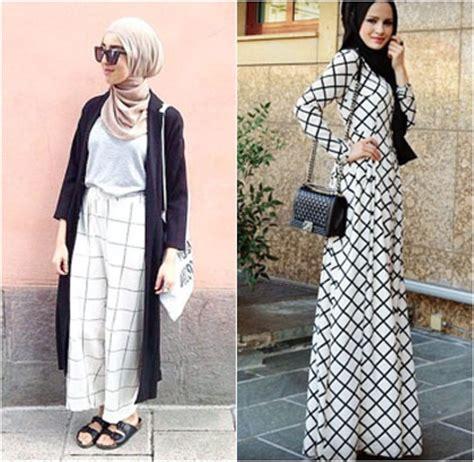 Kemeja Wanita Kotak Putih Hitam New Restok style tren busana print kotak kotak populer di kalangan hijabers