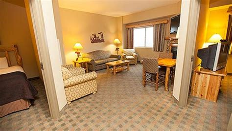 2 Bedroom Suites In Williamsburg Va texas family resorts grapevine family suites greatwolf