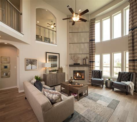 soaring  story great room   dramatic design