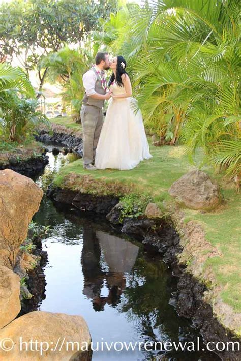 Affordable Barefoot Maui Wedding planners   Cheap Maui Vow