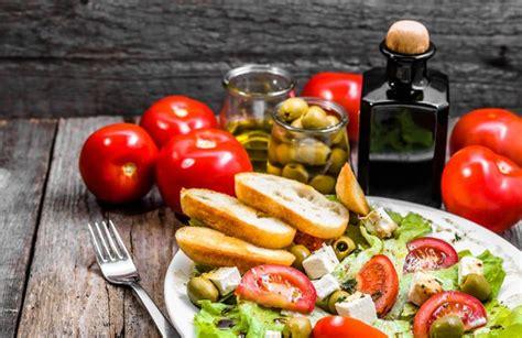 alimenti in menopausa cosa mangiare in menopausa scoprilo qui menopausaok
