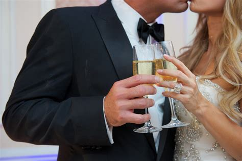 Alcohol Free Weddings: The Dos and Dont's of Dry Weddings
