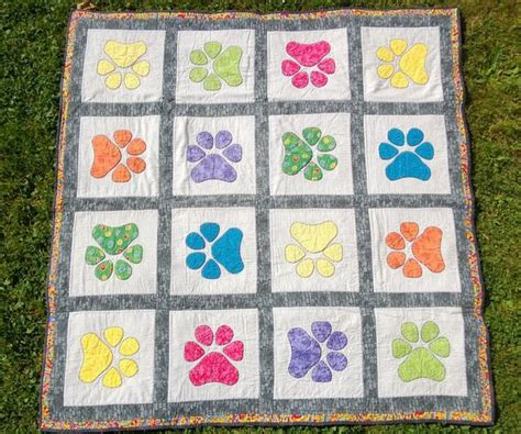 Paw Quilt Pattern Free by 1000 Images About Chihuahua Quilt On