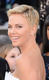 hairstyles for thin faces fashion tips kr 243 tkie włosy charlize theron fryzury galeria