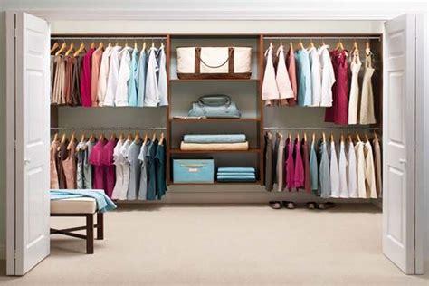 organizzare guardaroba come disporre gli abiti nell armadio i consigli per un